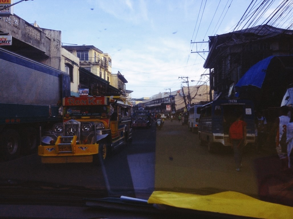 traffic in mid afternoon tacloban after typhoon yolanda