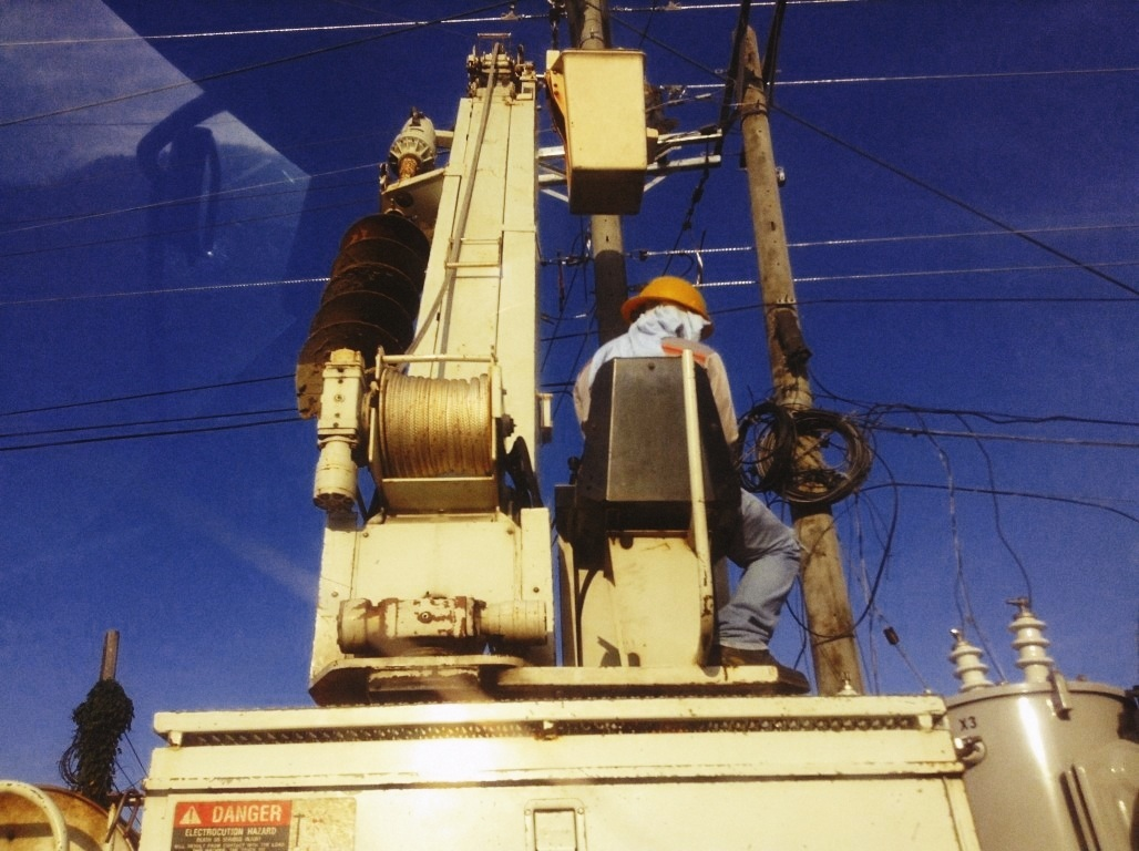 leyeco linemen fixing electrical posts in tacloban city after typhoon yolanda