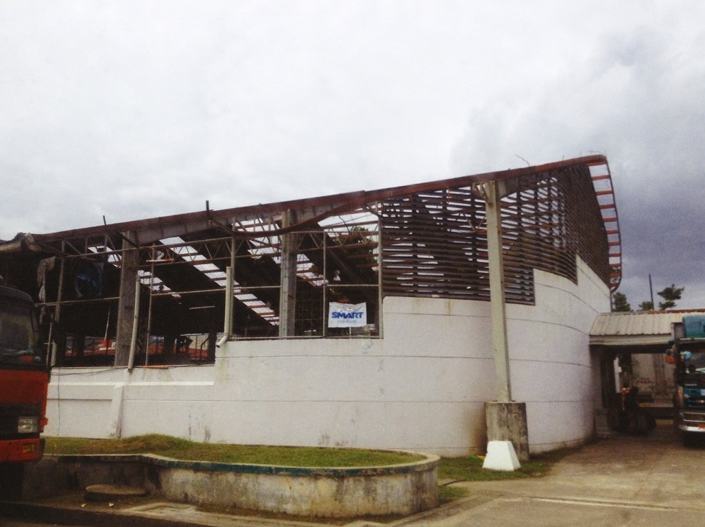 leyte provincial gym damage after typhoon yolanda aftermath